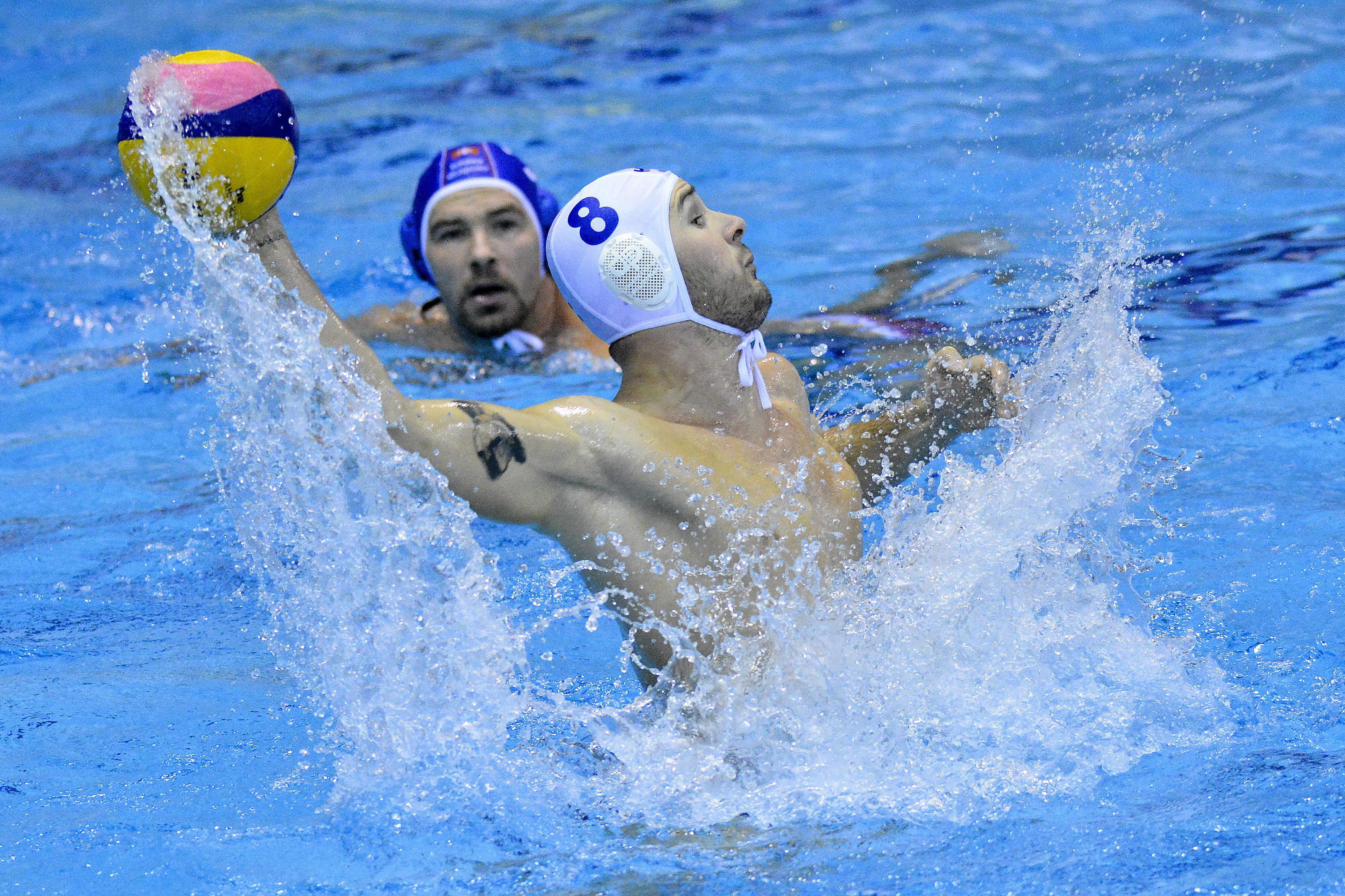 Szivós Márton (fehérben) egy góllal járult hozzá a magyar sikerhez (Fotó: MTI)