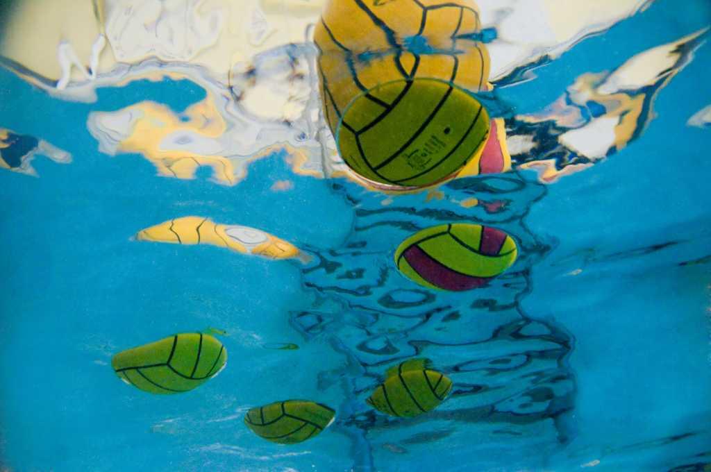 underwater_ball_background
