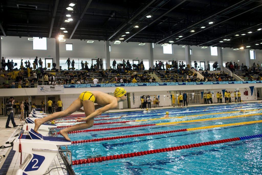 Budapest, 2016. március 6. A jövõ bajnokai verseny egyik résztvevõje rajtol a Tüske-uszodában az ünnepélyes átadót követõen 2016. március 6-án. A fõváros XI. kerületében, a Tüskecsarnok mellett felépült új, fedett uszodakomplexum egy 50 méteres, tízpályás versenymedencébõl, valamint egy 25 méteres, állítható medencefenékkel rendelkezõ bemelegítõ- és tanmedencébõl áll, s egy 1000 fõs lelátó is tartozik hozzá. MTI Fotó: Marjai János