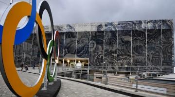Rio de Janeiro, 2016. augusztus 3. Az úszó- és a vízilabdaversenyeknek helyet adó Olimpiai Uszoda a Rio de Janeiró-i Olimpiai Parkban 2016. augusztus 2-án, három nappal a riói nyári olimpia kezdete elõtt. MTI Fotó: Czeglédi Zsolt