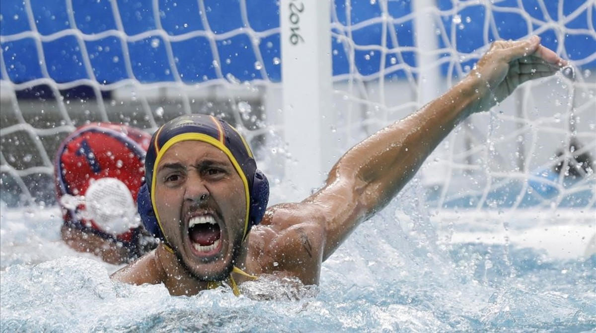 Spain s Gonzalo Echenique Saglietti reacts after scored against United States during their men s water polo preliminary round match at the 2016 Summer Olympics in Rio de Janeiro  Brazil  Monday  Aug  8  2016   AP Photo Sergei Grits