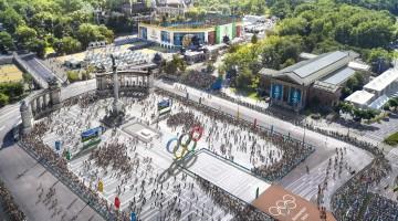 Budapest, 2017. január 4.  A Budapest 2024 által 2017. január 4-én közölt legfrissebb aktuális látványterv a Hõsök terérõl, az esetleges 2024-es budapesti olimpia országúti kerékpárversenyeinek, a gyaloglásnak és a maratonfutásnak a rajt-cél helyszínérõl. A látványtervet a Brick Visual, az építési terveket a BORD Építész Stúdió készítette. A 2024-es olimpia rendezési jogáért a magyar fõváros Los Angelesszel és Párizzsal verseng, a Nemzetközi Olimpiai Bizottság (NOB) szeptember 13-án, Limában dönt a helyszínrõl. MTI Fotó