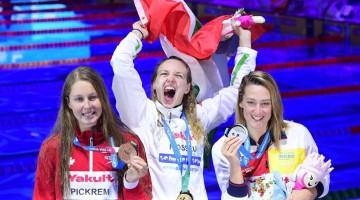 Budapest, 2017. július 30. A gyõztes Hosszú Katinka (k), a második helyezett spanyol Mireia Belmonte (j) és a harmadik helyezett kanadai Sydney Pickrem a nõi 400 méteres vegyesúszás eredményhirdetésén a 17. vizes világbajnokságon a Duna Arénában 2017. július 30-án. MTI Fotó: Kovács Tamás