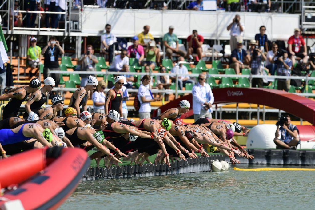 Balatonfüred, 2017. július 16. Rajtolnak a versenyzõk a 17. vizes világbajnokság nõi, 10 kilométeres nyíltvízi úszás versenyszámának döntõjében Balatonfüreden 2017. július 16-án. MTI Fotó: Szigetváry Zsolt