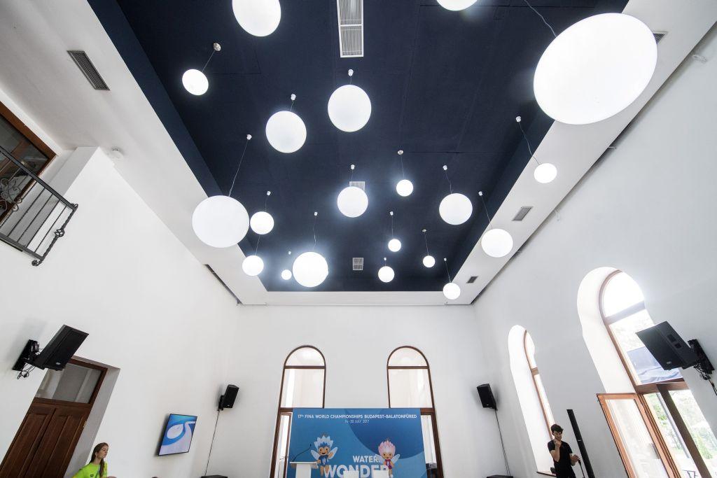 Budapest, 2017. július 24. Bálterem a margitszigeti Casino felújított épületében az avatás napján, 2017. július 24-én. Az épületet a 17. vizes világbajnokság alatt a szervezõk használják. MTI Fotó: Szigetváry Zsolt