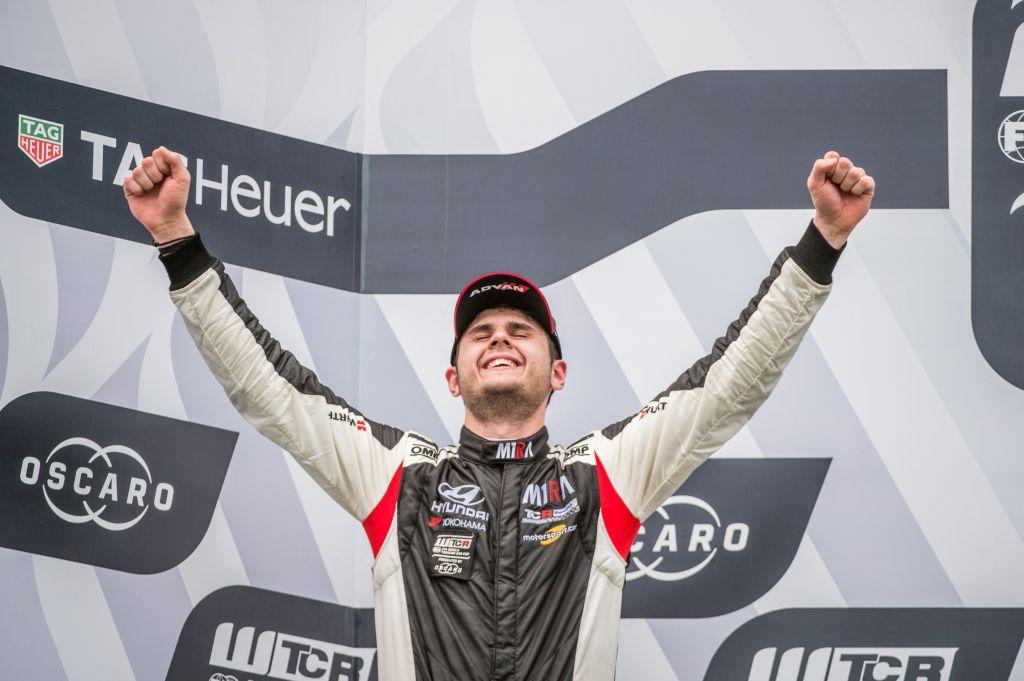 Mogyoród, 2018. április 29. A második helyen végzett Nagy Dániel, a M1RA pilótája a túraautó-világkupa (WTCR) második futamának eredményhirdetésén a mogyoródi Hungaroringen 2018. április 29-én. MTI Fotó: Balogh Zoltán